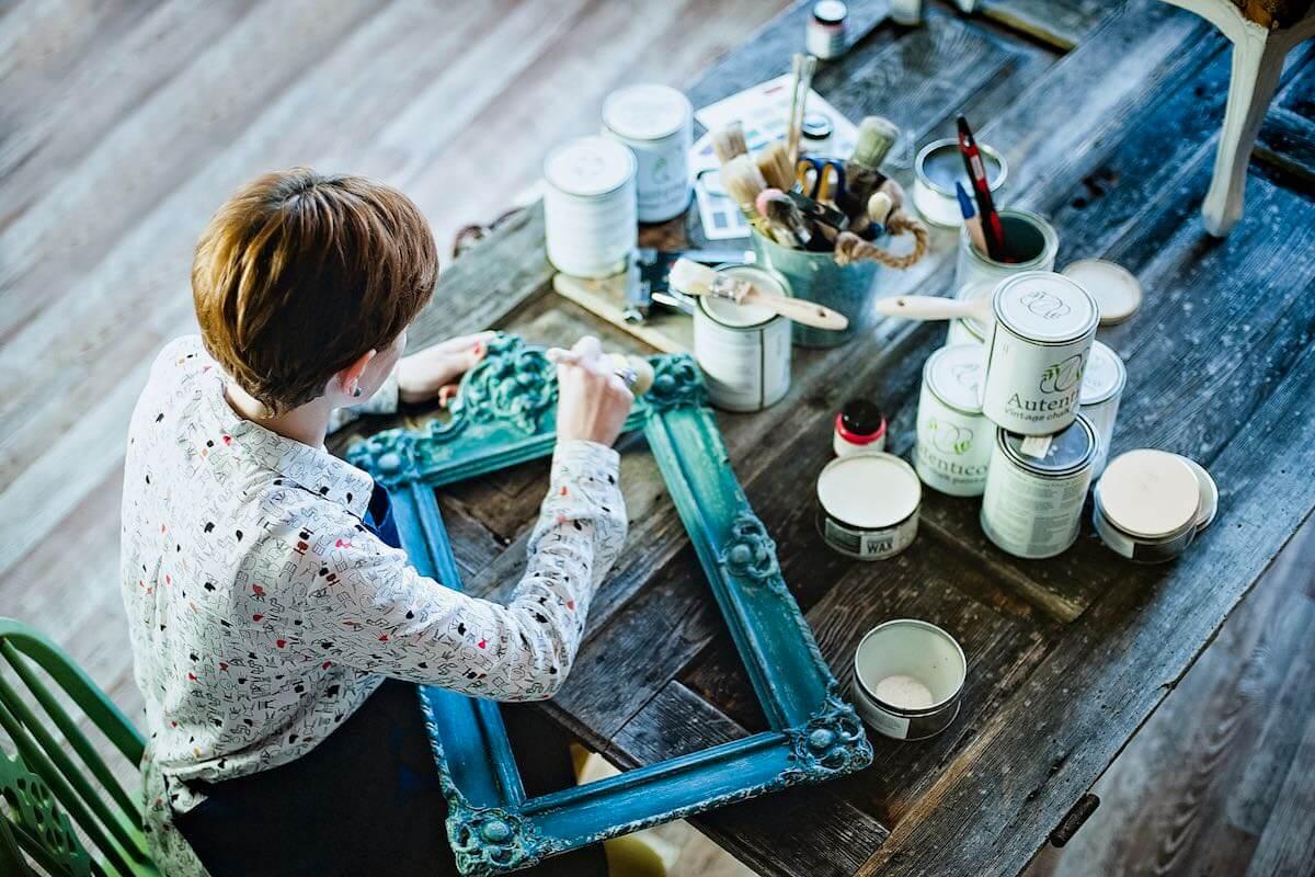 Warsztaty renowacji mebli renowacja mebli Warszawa Pomaluj Mebel